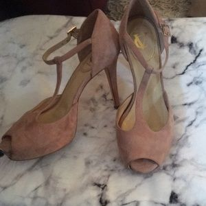 Vince camuto signature  t strap pink suede heels